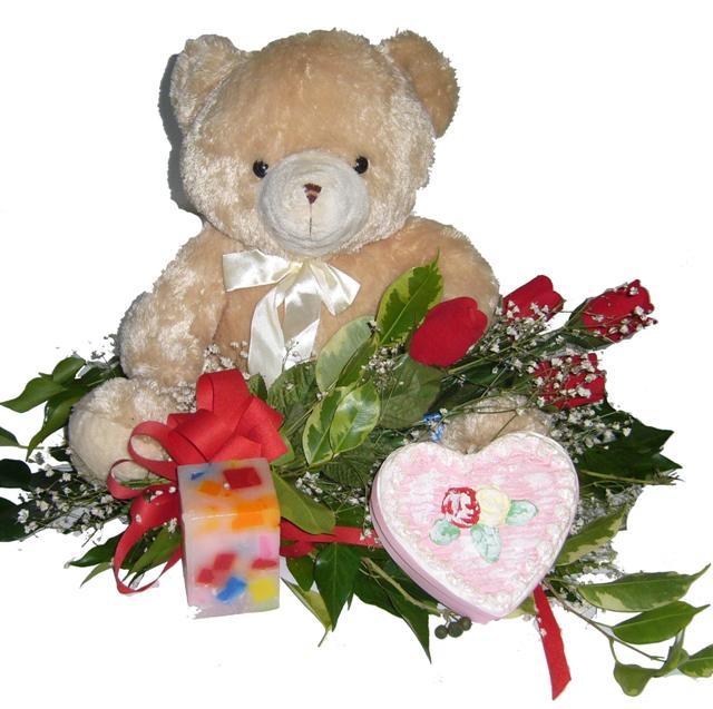 Gölbaşı ankara çiçek gönderme sitemiz güvenlidir  4 adet gül , oyuncak , mum ve kutu çikolata