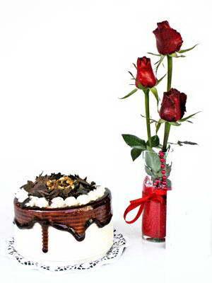 Gölbaşı ankara çiçek servisi , çiçekçi adresleri  3 adet gül cam yada mika vazoda  ve yaspasta