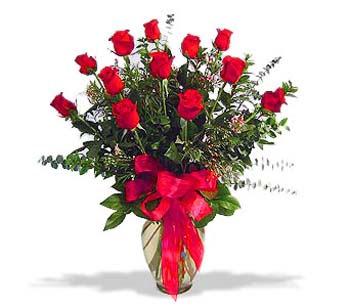 çiçek siparisi 11 adet kirmizi gül cam vazo  Gölbaşı ankara çiçek gönderme sitemiz güvenlidir