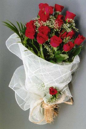 10 adet kirmizi güllerden buket çiçegi  Ankara Gölbaşı internetten çiçek siparişi
