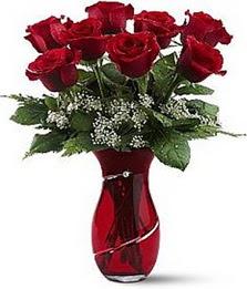 Vazo içinde 8 adet kirmizilar içinde güller  Gölbaşı çiçek yolla , çiçek gönder , çiçekçi