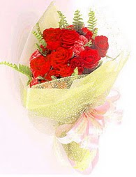 9 adet kirmizi gül buketi  Gölbaşı Ankara çiçek yolla
