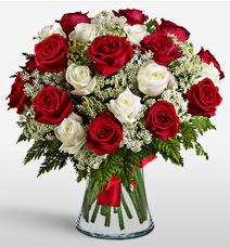 Vazoda 12 kırmızı 12 beyaz gül tanzimi  Gölbaşı çiçekçi telefonları