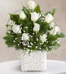 9 beyaz gül vazosu  Ankara Gölbaşı hediye sevgilime hediye çiçek