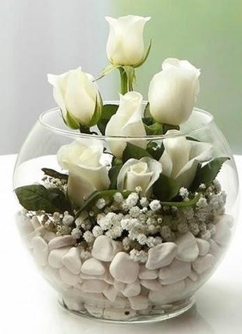 Beyaz Mutluluk 9 beyaz gül fanusta  Gölbaşı çiçekçi güvenli kaliteli hızlı çiçek