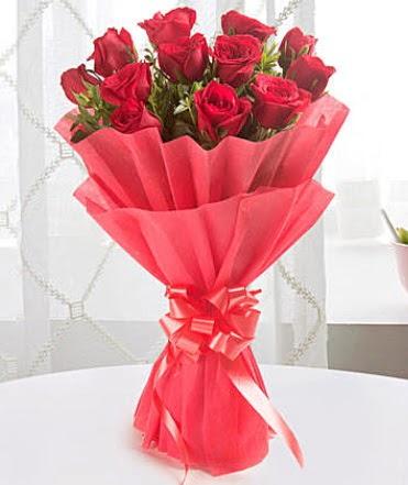12 adet kırmızı gülden modern buket  Ankara Gölbaşı çiçekçi uluslararası çiçek gönderme