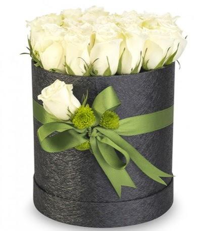 27 adet beyaz gülden görsel kutu çiçeği  Gölbaşı çiçek yolla online çiçekçi , çiçek siparişi