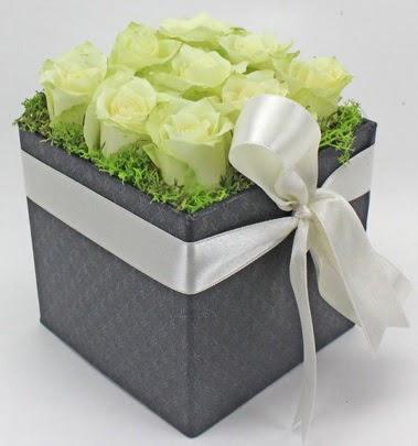 9 adet beyaz gülden özel kutu çiçeği  Gölbaşı çiçekçi güvenli kaliteli hızlı çiçek