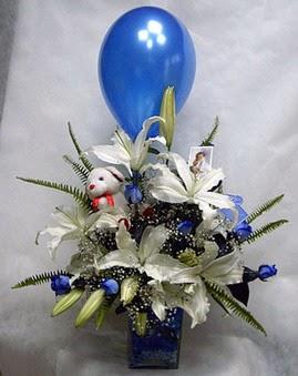 Gölbaşı çiçek kaliteli taze ve ucuz çiçekler  Mavi güller cam vazo oyuncak