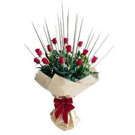 Ankara çiçekçi Gölbaşı İnternetten çiçek siparişi  10 adet kirmizi gül özel buket çiçek siparisi