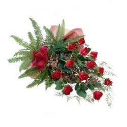 Gölbaşı ankara çiçek gönderme sitemiz güvenlidir  10 adet kirmizi gül özel buket çiçek siparisi