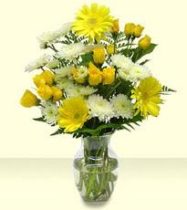 Gölbaşı çiçekçiler  çiçek siparişi sitesi  cam yada mika vazoda sarigül ve gerberalar