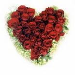kalp biçiminde 15 gülden   çiçek siparişi Gölbaşı çiçekçiler