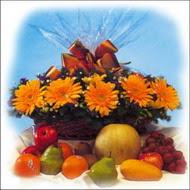 sepette gerbera ve meyvalar   Gölbaşı çiçek kaliteli taze ve ucuz çiçekler