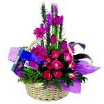 çikolata ve sepette çiçek   Gölbaşı çiçek gönder cicekciler , cicek siparisi