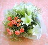 Ankara Gölbaşı çiçekçi uluslararası çiçek gönderme  lilyum ve 7 adet gül buket