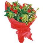 10 adet kirmizi gül buketi  Ankara Gölbaşı çiçekçi uluslararası çiçek gönderme