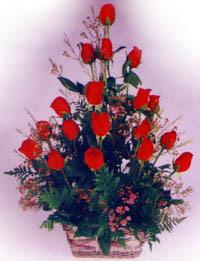 sevenlere özel sepet içerisinde 11 adet kirmizi gül  Gölbaşı çiçek siparişi yurtiçi ve yurtdışı çiçek siparişi