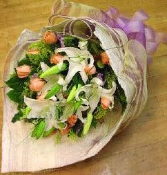 Gölbaşı çiçek siparişi yurtiçi ve yurtdışı çiçek siparişi  11 ADET GÜL VE 1 ADET KAZABLANKA