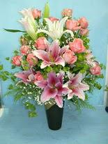 Gölbaşı çiçek siparişi yurtiçi ve yurtdışı çiçek siparişi  cam vazo içerisinde 21 gül 1 kazablanka