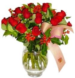 Gölbaşı çiçek kaliteli taze ve ucuz çiçekler  11 adet kirmizi gül  cam aranjman halinde
