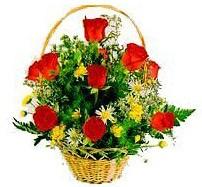 Gölbaşı çiçek kaliteli taze ve ucuz çiçekler  sepet içerisinde 11 adet gül ve kir çiçekleri