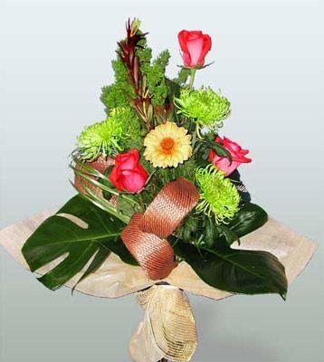 Gölbaşı ankara çiçek servisi , çiçekçi adresleri  3 adet gül 4 adet gerbera çiçegi sade buket
