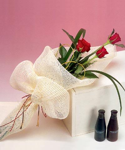 3 adet kalite gül sade ve sik halde bir tanzim  Gölbaşı çiçek yolla , çiçek gönder , çiçekçi