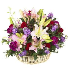 sepet içerisinde mevsim çiçeklerinden aranjman  Ankara Gölbaşı hediye çiçek yolla