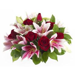 güller ve kazablnaklardan aranjman  Gölbaşına çiçek , çiçekçi , çiçekçilik