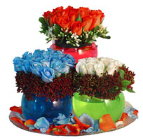Ankara Gölbaşı çiçek gönderme  3 cam vazoda 3 renkli gül görselligi