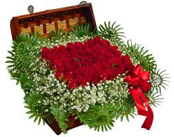 Ankara Gölbaşı hediye sevgilime hediye çiçek  17 adet gül ve örme japon sepeti