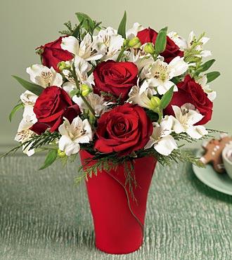 Ankara Gölbaşı çiçek gönderme  6 adet kirmizi gül ve kir çiçekleri