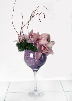 Gölbaşı ankara çiçek gönderme sitemiz güvenlidir  cam içerisinde 3 adet kandil orkide