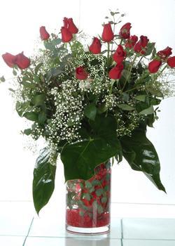 çiçek siparişi Gölbaşı çiçekçiler  11 adet kirmizi gül ve cam yada mika vazo tanzim