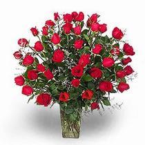 Gölbaşı anneler günü çiçek yolla  11 adet kirmizi gül cam yada mika vazoda sevenlere özel vazo
