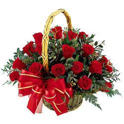 Ankara çiçekçi Gölbaşı İnternetten çiçek siparişi  11 adet kirmizi essiz gül sepeti - SEVENE ÖZEL