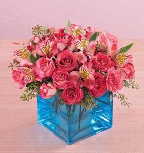 Gölbaşı ankara çiçek gönderme sitemiz güvenlidir  13 adet kirmizi gül ve cam yada mika vazo