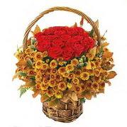 Ankara Gölbaşı internetten çiçek siparişi  Sepet içerisinde 9 adet kirmizi gül ve kir çiçegi