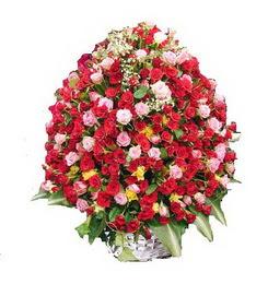 Çiçekçi Gölbaşı çiçekçi mağazası  365 gün 365 güne özel gül sepeti