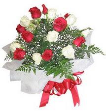 Gölbaşı çiçek online çiçek siparişi  12 adet kirmizi ve beyaz güller buket