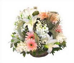 Gölbaşı çiçek yolla , çiçek gönder , çiçekçi   karisik çiçekler sepet içerisinde