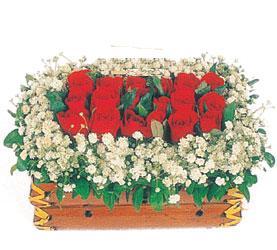 Ankara Gölbaşı çiçekçi uluslararası çiçek gönderme  11 adet kirmizi gül sepeti