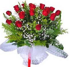 Ankara Gölbaşı hediye sevgilime hediye çiçek  12 adet kirmizi gül buketi esssiz görsellik