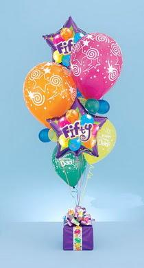 Ankara Gölbaşı çiçekçi uluslararası çiçek gönderme  15 adet uçan balon ve küçük kutuda çikolata