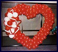 Kirmizi kalp biçiminde balon tanzimi  Ankara Gölbaşı 14 şubat sevgililer günü çiçek