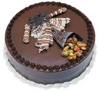 Çikolatali yas pasta 4 ile 6 kisilik  leziz  Gölbaşı çiçekçiler  çiçek siparişi sitesi