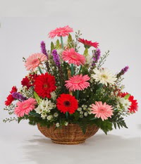 Sepet içerisinde karisik kokulu çiçekler  Çiçekçi Gölbaşı çiçekçi mağazası