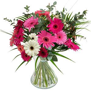15 adet gerbera ve vazo çiçek tanzimi  Gölbaşı ankara çiçek gönderme sitemiz güvenlidir