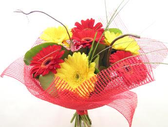 9 adet gerbera çiçeklerinden buket  Ankara Gölbaşı hediye sevgilime hediye çiçek